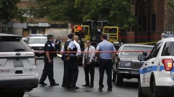 Cảnh sát Chicago điều tra một vụ  đấu súng vào ngày 5-8 tại Chicago