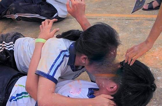 Trò chơi được dư luận đánh giá là phản cảm của học sinh Trường THPT Thực hành sư phạm (ĐH Cần Thơ)
