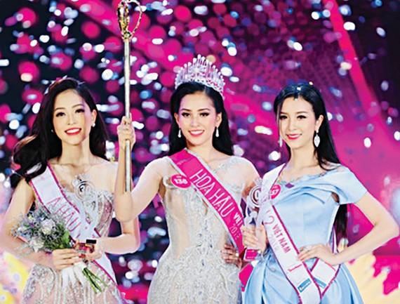 Hoa hậu Trần Tiểu Vy cùng Á hậu 1 Bùi Phương Nga  và Á hậu 2 Nguyễn Thị Thúy An