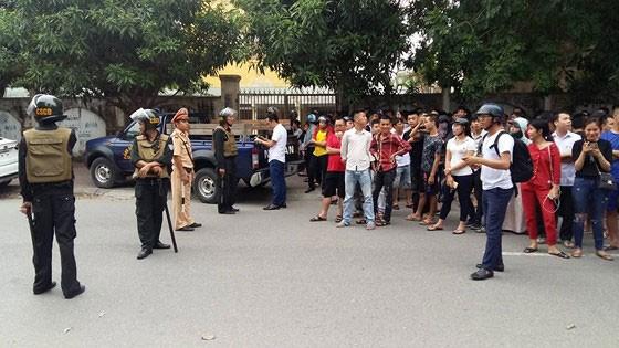 Lực lượng cảnh sát phong tỏa hiện trường