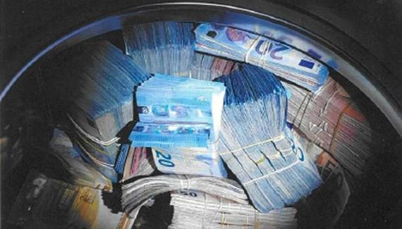 """""""Rửa"""" 350.000 EUR trong máy giặt"""