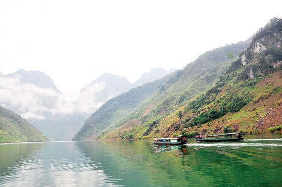 Xuôi dòng sông Đà