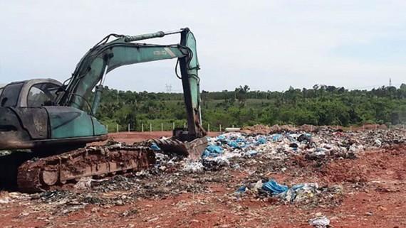 Bãi chôn lấp rác ở Khu xử lý chất thải (tại xã Quang Trung) của Công ty Sonadezi