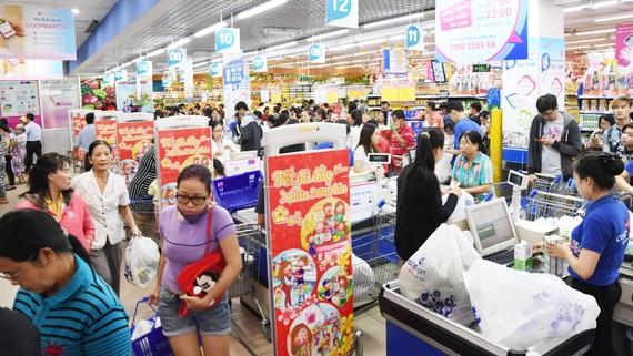 Siêu thị Co.opmart Tân Thành – Bà Rịa đông khách nhờ khuyến mãi
