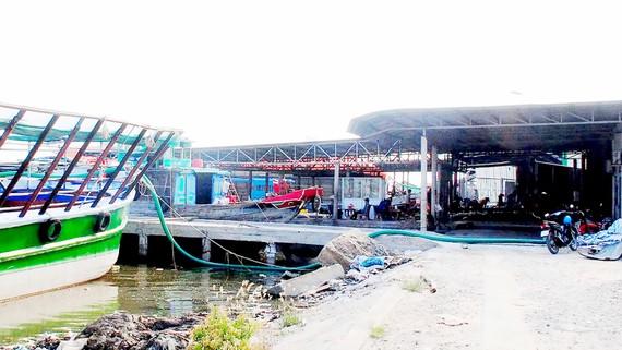 Khu neo đậu tránh trú bão Sông Đốc bị lấn chiếm nghiêm trọng