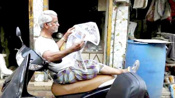 Độc giả trung thành với báo in tại Ấn Độ