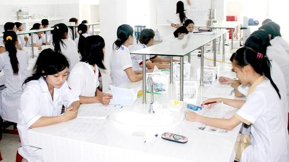 Sinh viên Trường Đại học Y dược Cần Thơ trong giờ học. Ảnh: LÊ ĐÌNH
