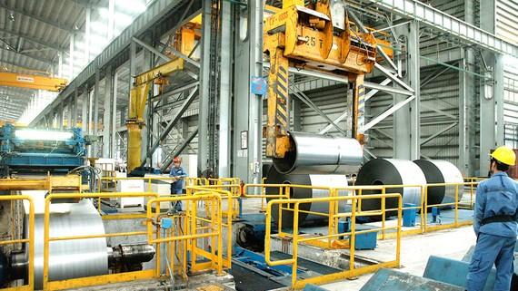 Sản xuất thép cuộn tại doanh nghiệp trong nước trên địa bàn tỉnh  Bà Rịa - Vũng Tàu. Ảnh: Cao Thăng