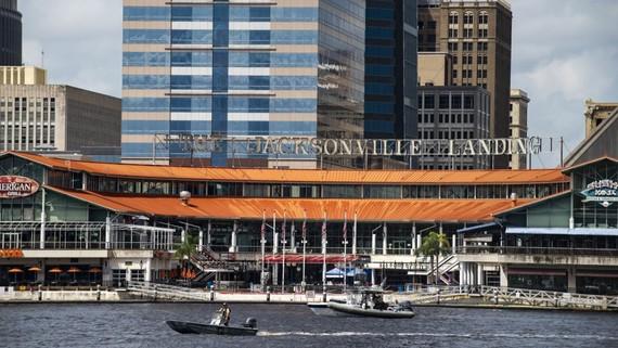 Tổ hợp nhà hàng, giải trí và mua sắm Jacksonville Landing, thành phố Jacksonville thuộc bang Florida, Mỹ, nơi xảy ra vụ xả súng. Ảnh: AP
