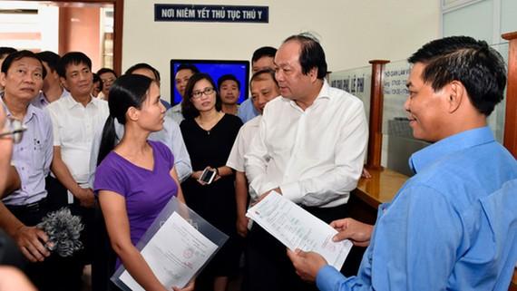 Bộ trưởng, Chủ nhiệm VPCP Mai Tiến Dũng, Tổ trưởng Tổ công tác của Thủ tướng, khảo sát thực tế hoạt động kiểm tra chuyên ngành tại cảng Hải Phòng