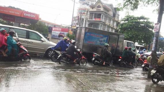 Đường Nguyễn Oanh, quận Gò Vấp ngập nặng các phương tiện di chuyển rất khó khăn. Ảnh: Facebook Cẩm Mây