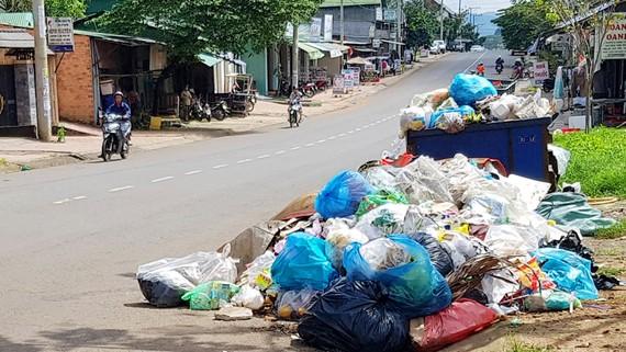 Đường phố Bảo Lộc đầy rác
