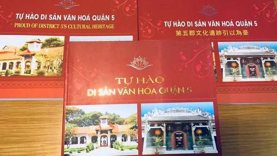 Ấn phẩm Tự hào di sản văn hóa quận 5 được thực hiện với 3 phiên bản: tiếng Việt, tiếng Anh và tiếng Hoa