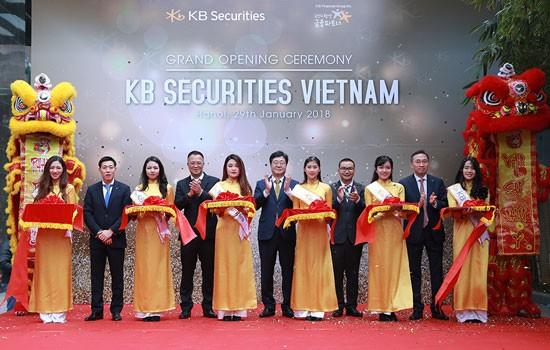 Cắt băng khai trương trụ sở của KBSV.