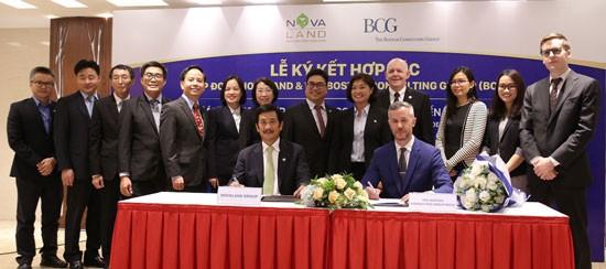 Ông Bùi Thành Nhơn và ông Christopher Lewis Malone ký kết hợp tác dự án.