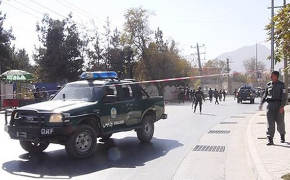Cảnh sát có mặt tại hiện trường vụ tấn công. Ảnh: Twitter/RT