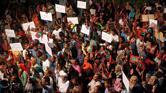 Người biểu tình ở thủ đô Male đòi chính quyền thả các chính trị gia đối lập. (Ảnh: Reuters)