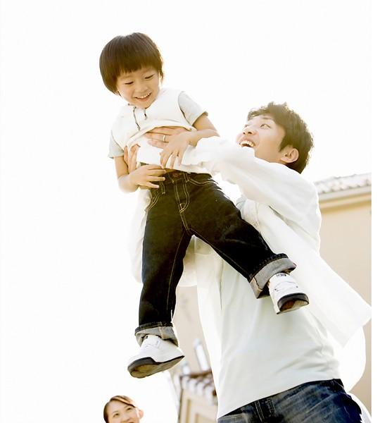 Biết dành thời gian chăm sóc con cái sẽ tạo được sự gắn kết  yêu thương, tăng hạnh phúc gia đình