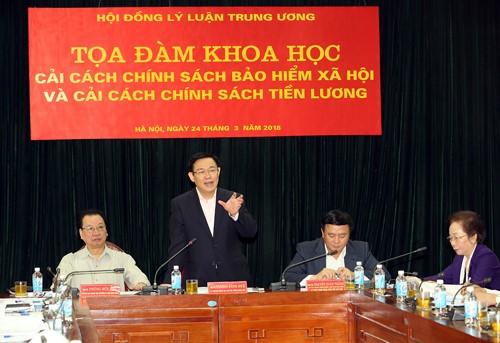 Phó thủ tướng Vương Đình Huệ phát biểu tại tọa đàm. Ảnh: VGP