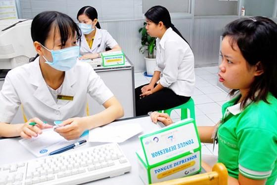Trạm xá của Công ty TNHH Pouyuen thường xuyên khám chữa bệnh, theo dõi sức khỏe cho công nhân. Ảnh tư liệu
