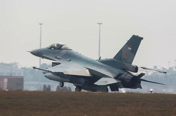 Tiêm kích F-16C của Không quân Indonesia hạ cánh sau khi hoàn thành khoa mục huấn luyện. Ảnh: Bộ Quốc phòng Australia.