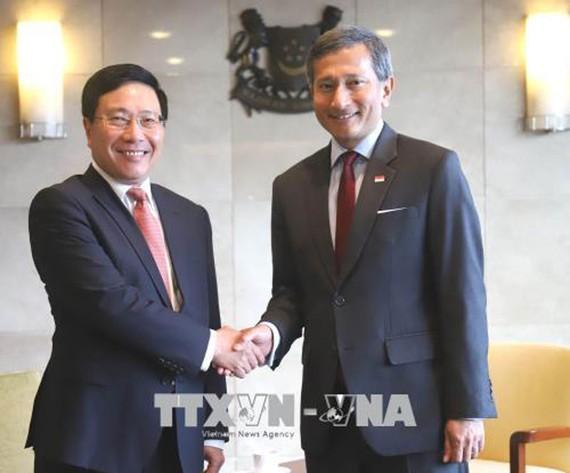 Phó Thủ tướng, Bộ trưởng Ngoại giao Phạm Bình Minh và Bộ trưởng Ngoại giao Singapore Vivian Balakrishnan  (Nguồn:  TTXVN)