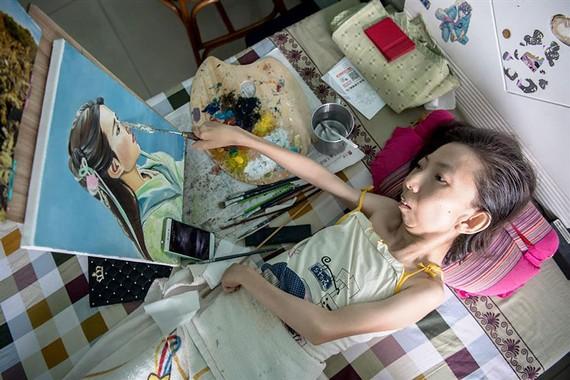 Người phụ nữ tật nguyền mê vẽ tranh