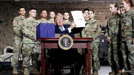 Tổng thống Mỹ Donald Trump ký duyệt luật NDAA tài khóa 2019