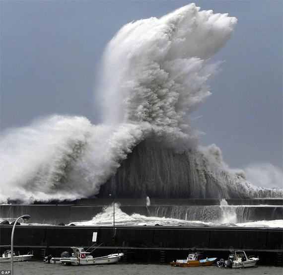 Siêu bão Jebi đang hoành hành tại Nhật Bản. Ảnh: AP