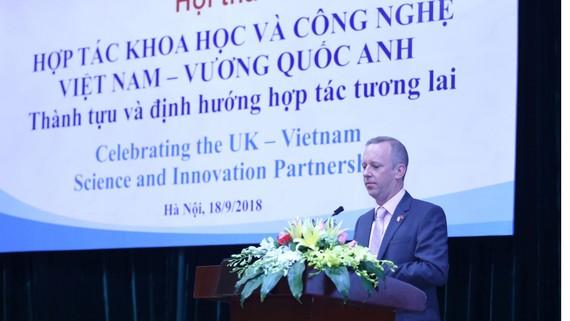 Đại sứ Gareth Ward phát biểu tại Hội thảo