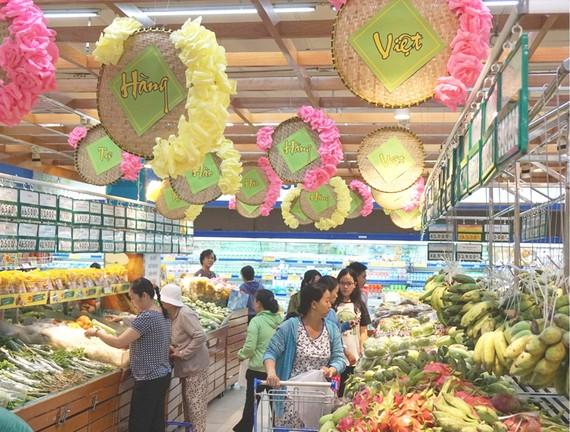 Hàng nông sản do các HTX sản xuất được bày bán tại các siêu thị phục vụ người dân TPHCM