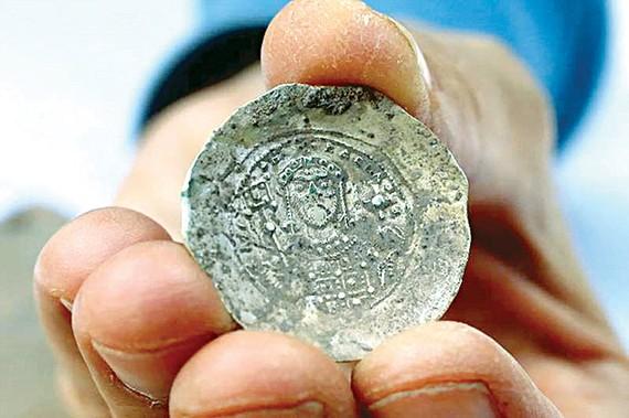 Israel phát hiện cổ vật bằng vàng 900 tuổi