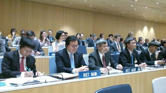 Đại sứ Dương Chí Dũng (thứ 2 từ trái qua phải) trở thành Chủ tịch Đại hội đồng WIPO nhiệm kỳ 2018-2019