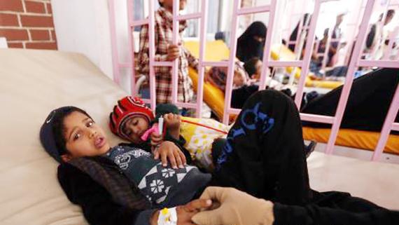Bệnh nhân mắc dịch tả được điều trị tại một bệnh viện ở Sanaa, Yemen ngày 7-8. Ảnh: EPA