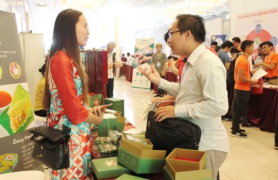 Các doanh nghiệp tìm kiếm cơ hội hợp tác tại một ngày hội kết nối kinh doanh trực tuyến tại TPHCM
