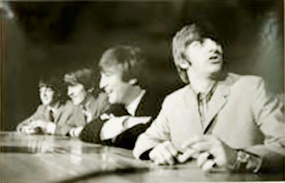 Bộ ảnh hiếm của Beatles tại Mỹ trị giá 353.000 USD