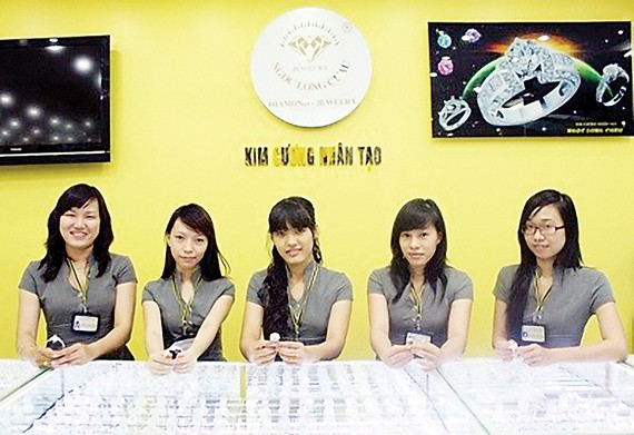 Kim cương nhân tạo Ngọc Long Châu khuyến mãi mừng lễ 30-4