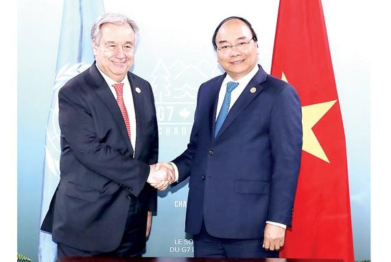 Thủ tướng Nguyễn Xuân Phúc gặp Tổng Thư ký Liên hiệp quốc António Guterres. Ảnh: TTXVN