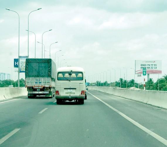 Vi phạm về xe quá tải trên địa bàn TPHCM có chiều hướng giảm. Ảnh: Phan Lê
