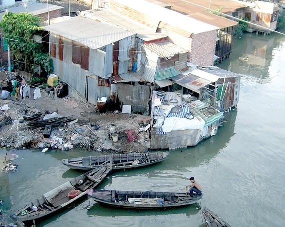 Quận 8 là nơi tập trung nhiều nhất nhà ở ven kênh rạch trên địa bàn TPHCM. Ảnh: Huy Anh