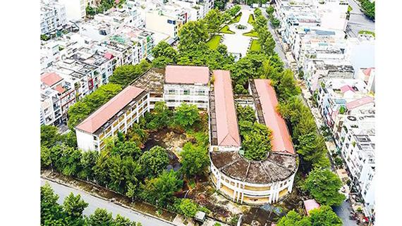 Trường Tiểu học Trần Văn Kiểu (quận 6) bị bỏ hoang hơn 14 năm nay.