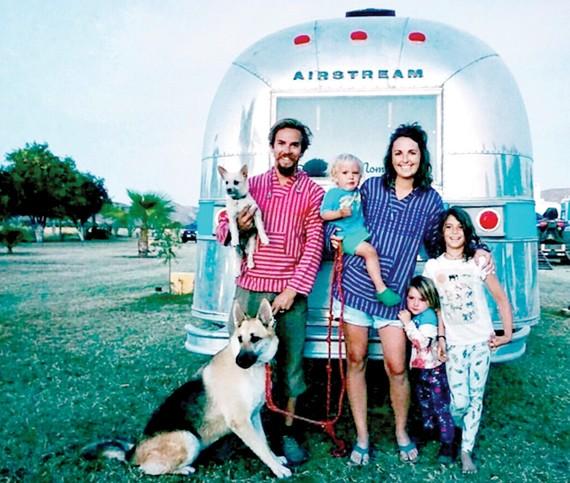 Một gia đình ở Mỹ bỏ thành phố sống trên home car
