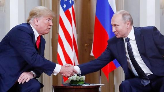 Tổng thống Mỹ Donald Trump và Tổng thống Nga Vladimir Putin tại cuộc gặp thượng đỉnh Nga-Mỹ ở Helsinki, Phần Lan vào ngày 16-7