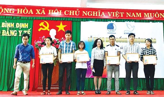 Quỹ Hỗ trợ giáo dục Lê Mộng Đào tiếp tục đồng hành cùng các SV-HS tại 5 tỉnh thành