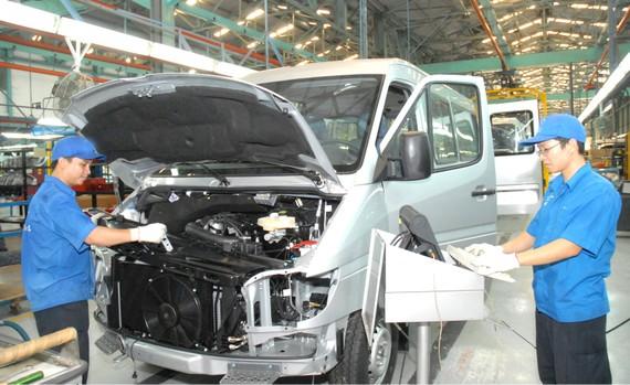 Sản xuất ô tô tại doanh nghiệp FDI. Ảnh: CAO THĂNG