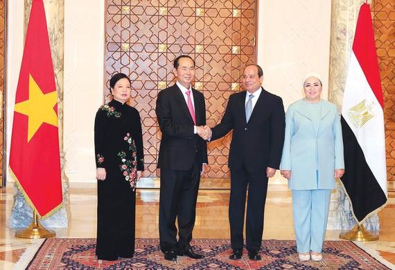 Tổng thống Ai Cập Abdel Fattah Al Sisi và phu nhân đón Chủ tịch nước Trần Đại Quang và phu nhân