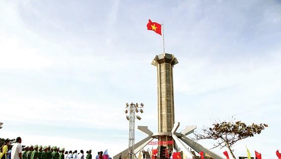 Thiêng liêng lễ chào cờ trên đảo Cồn Cỏ