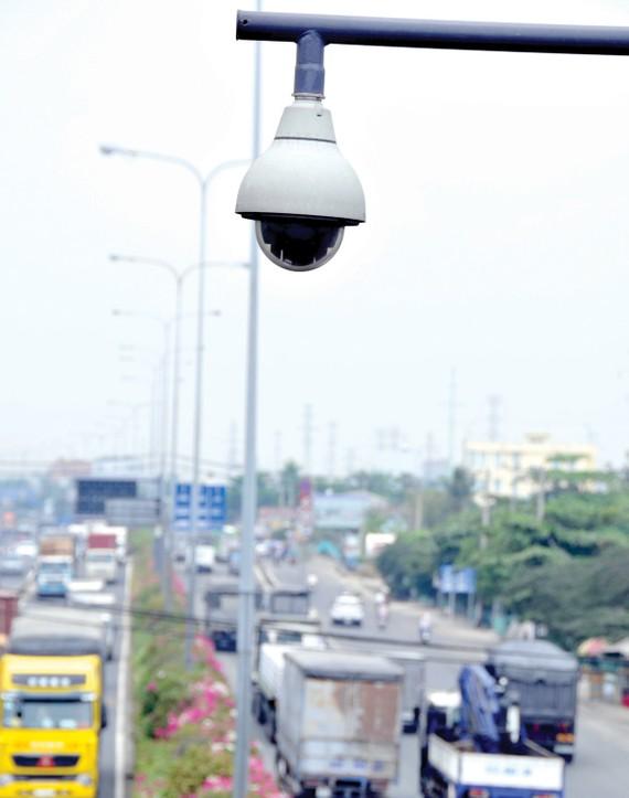 Camera giám sát giao thông trên các tuyến đường tại TPHCM. Ảnh: THÀNH TRÍ