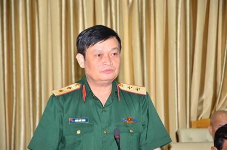 Phó Đô đốc (Trung tướng) Trần Hoài Trung  phát biểu tại buổi bàn giao nhiệm vụ Bí thư Đảng ủy, Chính ủy QK7. Ảnh: Báo Quân khu 7