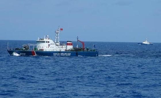 Tàu Cảnh sát biển Việt Nam tuần tra trên biển